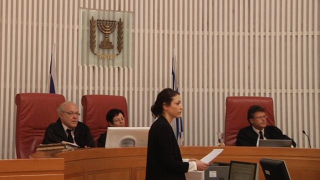 השופטים יצחק עמית, מרים נאור וניל הנדל באולם הדיונים הבוקר (07.03.2016)