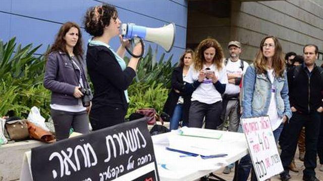 נועה לוי נואמת באסיפה שנערכה במכללת תל אביב-יפו לקראת שביתה במרץ 2014 (צילום: איגוד עמיתי ההוראה במכללת תל אביב-יפו)