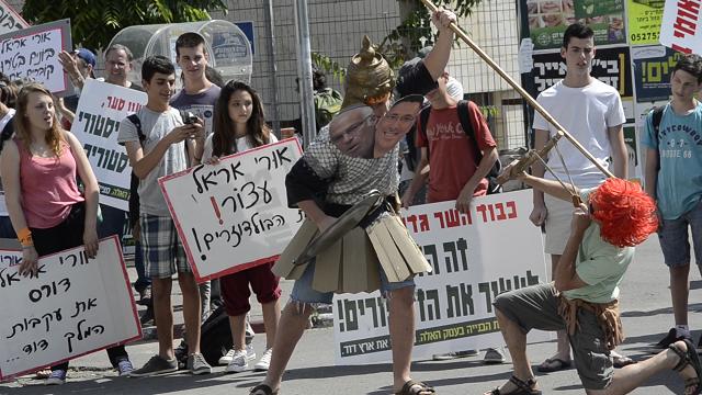 מיצג גולית בעל שני הראשים, היום בירושלים. צילום: עמית גל