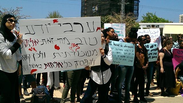 """מפגינים באוניברסיטת ת""""א. צילום: ענבל אברבנל."""
