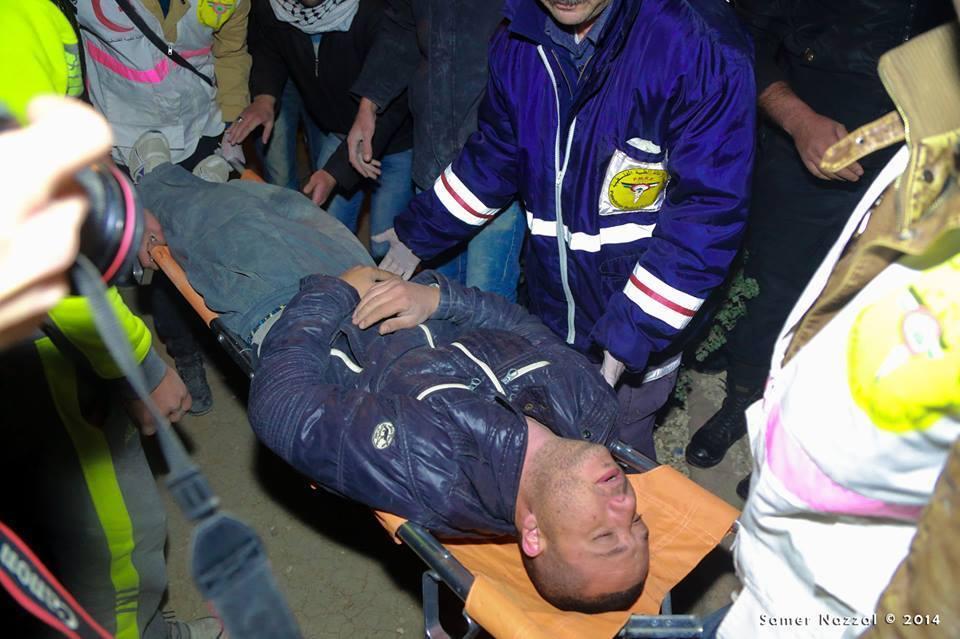 הצלם פאדי ג'יוסי מקבל טיפול לאחר שנפגע, עין חג'לה . צילום: סאמר ניזאל عدسة: سامر نزال