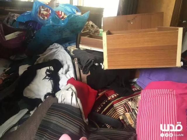 """תמונה שצולמה הבוקר בדירתה של סמאח דוויק לאחר החיפוש שביצעו כוחות צה""""ל. קרדיט: רשת אל קודס"""
