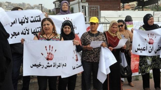 """""""דם האישה אינו זול"""" הפגנה נגד רשלנות הטיפול ברצח נשים. קרדיט arab48.com"""