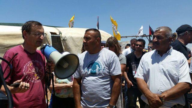 """ח""""כ דב חנין בהפגנה נגד גירוש סוסיא"""