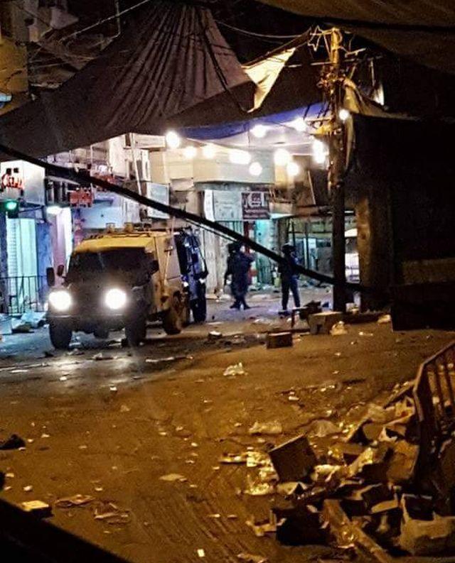 """כוחות צה""""ל הלילה (06.07.2016) בשוק של דורא. מתוך דף הפייסבוק של Shehab News Agency"""