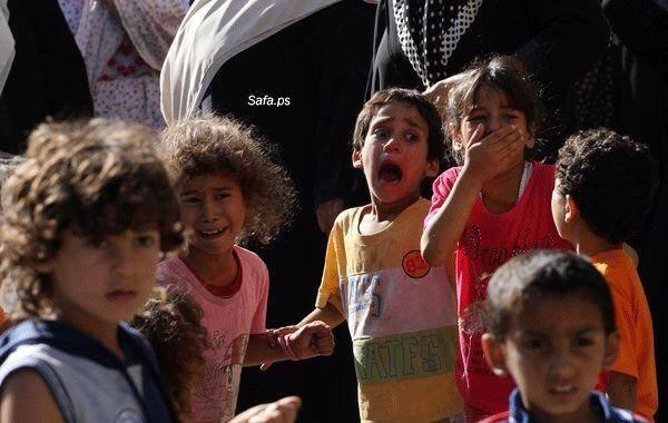 """ילדים בעזה, חבריהם של הילדים שנהרגו בהפצצת צה""""ל אמש על חוף עזה. מתוך #GazaUnderAttack. צילום: Miriam Rayan"""