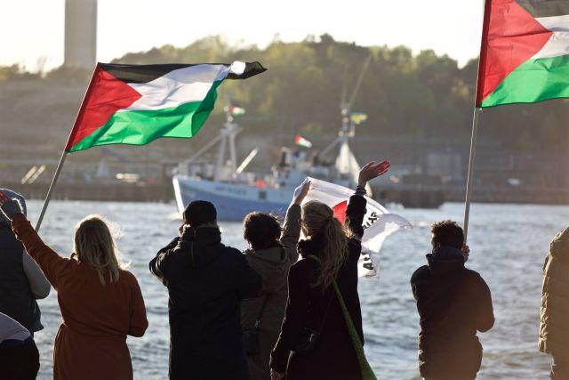 הפעילים לפני עליתם לספינה. מתוך דף הפייסבוק של Freedom Flotilla Coalition.