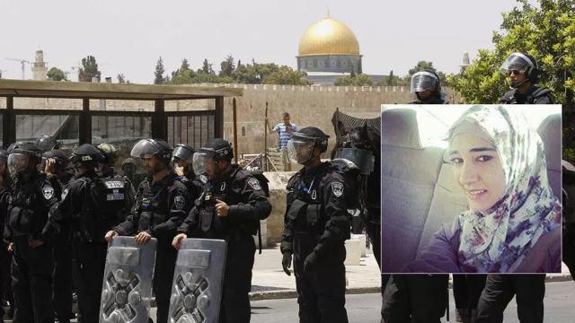 """תמונתה של העיתונאית סמאח דוויק על רקע לוחמי מג""""ב בעיר העתיקה"""